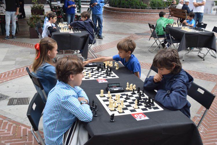 Crónica de la III edición del Torneo Infantil de Ajedrez en la Calle en Granada